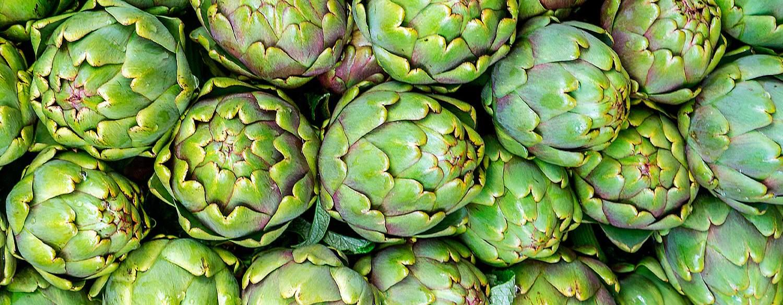 multitud de alcachofas para usar en una dieta de la alcachofa